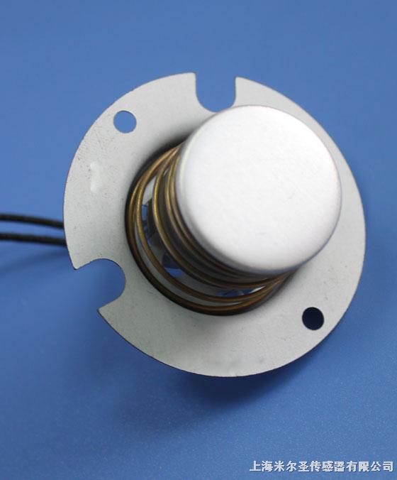 本产品用于电饭煲底部的温度传感器,或者家用煲类电器的过热保护元件的使用。 其工作原理是使用磁铁和干簧管构成闭合磁路,主控板根据干簧管的通断信号来切断接通电源,当内煲拿走,不用经过温度检测,马上可以切断电源,从而达到防止干烧的目的。 根据客户的具体要求,同时可以集成热敏电阻和温度保险丝。 更多电饭煲传感器,请跟我们。
